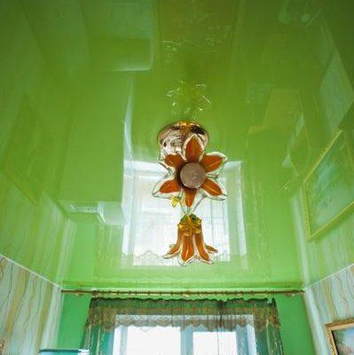 натяжной потолок зеленый вариант 2
