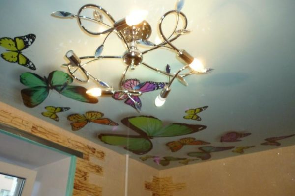 натяжной потолок с бабочками фото 2