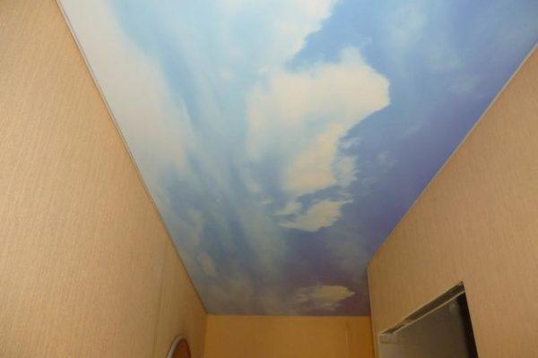 натяжной потолок с рисунком неба