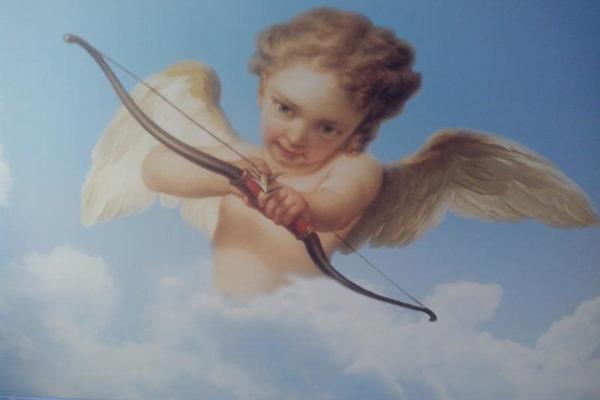 натяжной потолок с ангелом