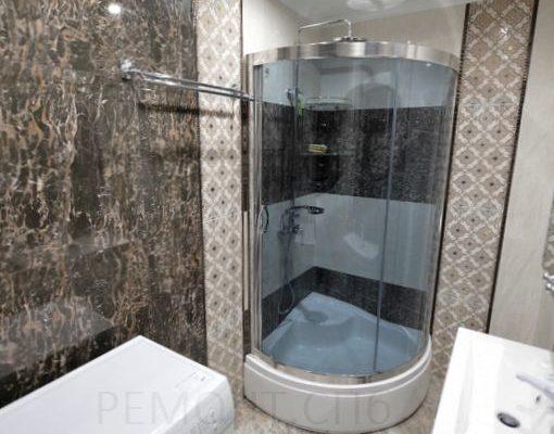 ванная комната с душевой и кабинкой