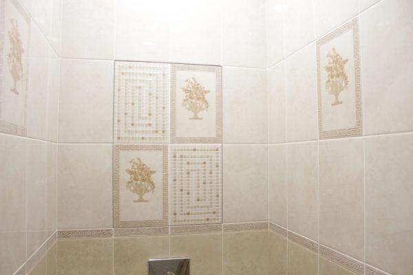 фото капитального ремонта квартиры на ул. Кустодиева д.12 кафельная плитка в туалете