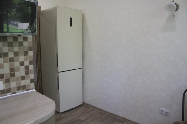 фото капитального ремонта квартиры на ул. Кустодиева д.12 установка техники на кухне