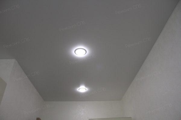 фото капитального ремонта квартиры на ул. Кустодиева д.12 точечное освещение