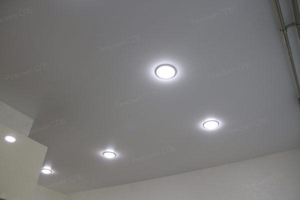 фото капитального ремонта квартиры на ул. Кустодиева д.12 монтаж натяжных потолков и освещения