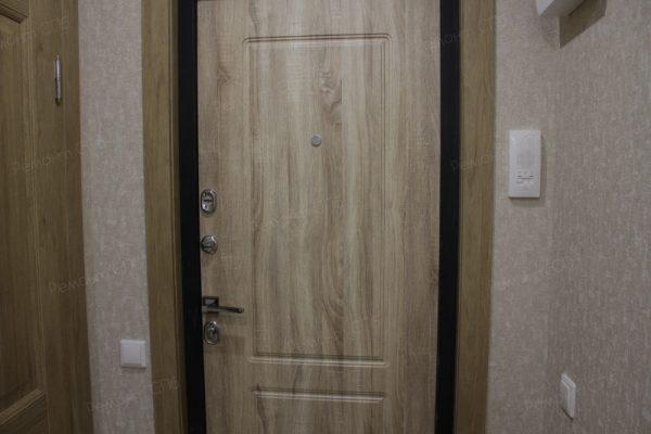 фото капитального ремонта квартиры на ул. Кустодиева д.12 входная дверь